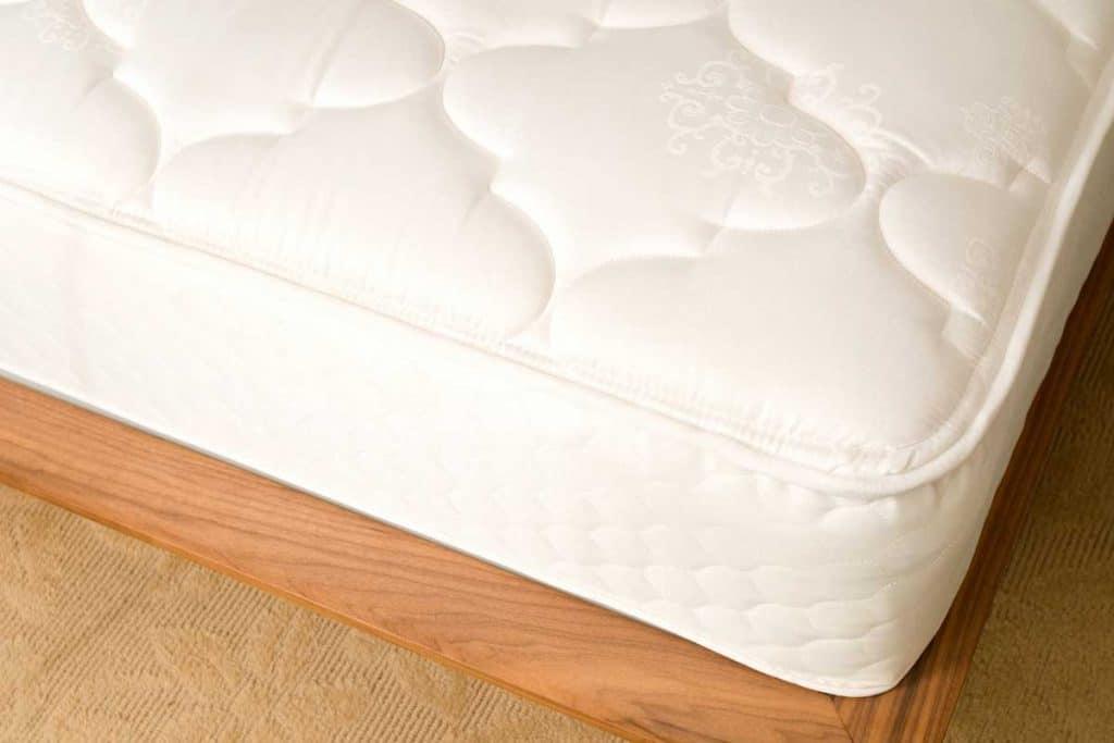 Cropped-photo-of-memory-foam-mattress